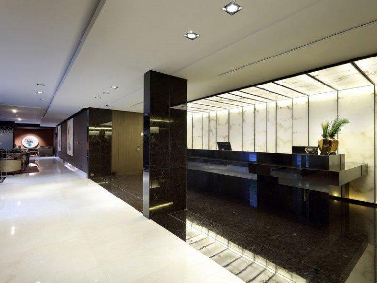 Paneles de alabastro en el hotel Washington Irving
