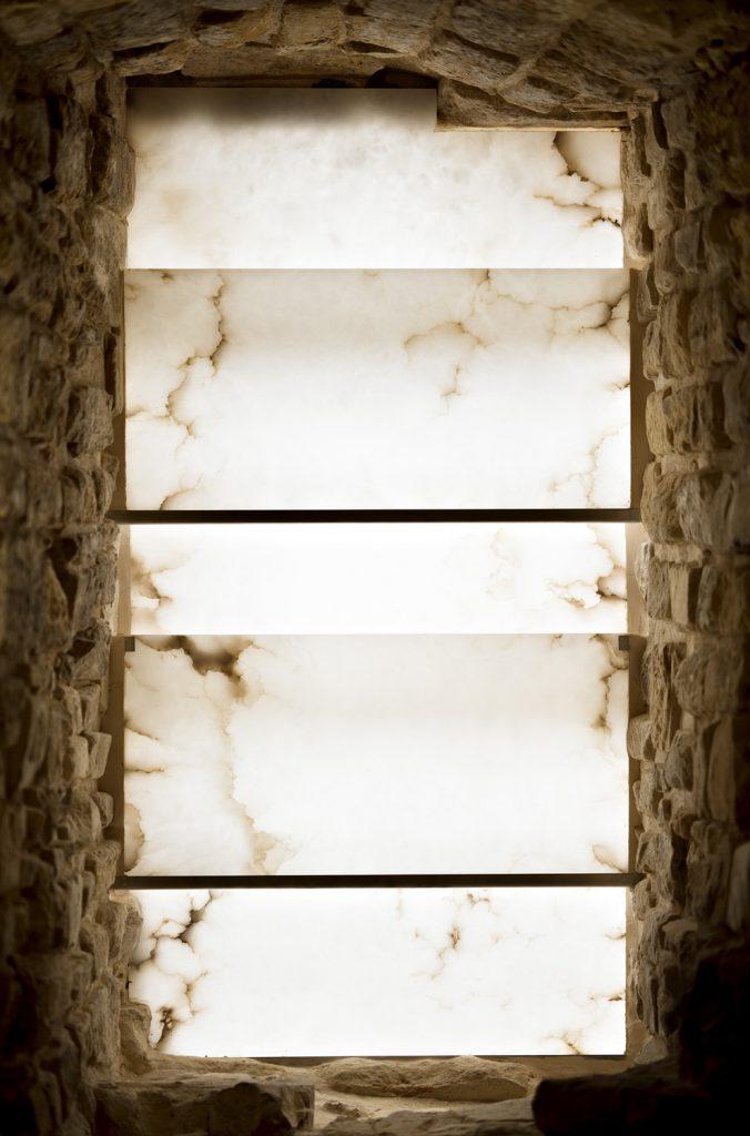 Paneles de alabastro translúcido