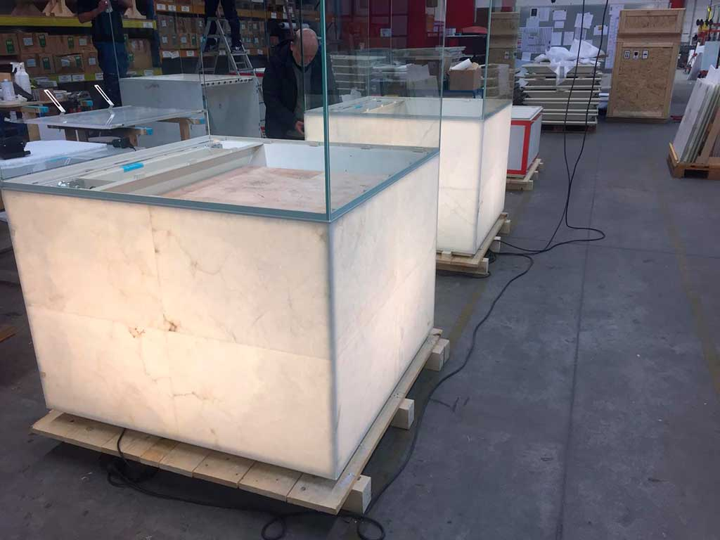 Expositores-de-alabastro-retroiluminado